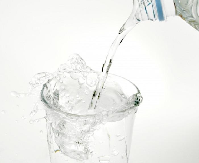 朝起きたら水を飲もう
